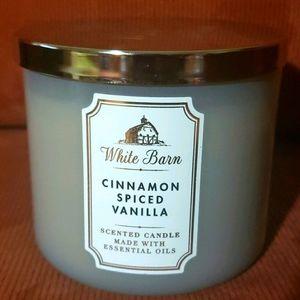 Bath & Bodyworks Cinnamon Spiced Vanilla Candle